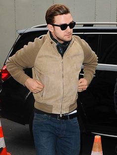 We are OBSESSED with Justin Timberlake's new tunes! But we love him in these classy wayfarer shades even more!
