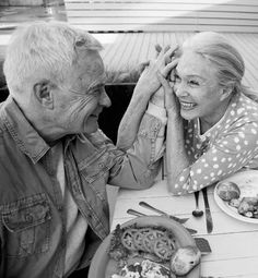 Old Couple In Love, Old Love, Couples In Love, Old Couple Photography, Couple Goals, True Love Photos, Dying Of The Light, Older Couples, Growing Old Together