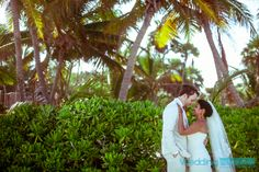 #tulumweddings #rivieramayaweddings #tulum #rivieramaya #playadelcarmenweddings #cancunweddings #weddingphotography #photographer #beachweddings #destinationweddings #tulumphotographer