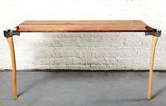 Ausgefallenes Tisch-Design mit Äxten | KlonBlog