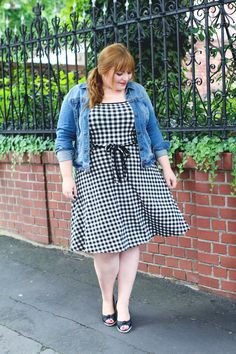 Plus Size Outfit on kathastrophal.de // Denim jacket and gingham dress
