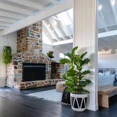 35 Living Room Designs with the Fireplace – Design Kaktus Greenwich Village, Plantation Style Homes, Country House Interior, Modern Farmhouse Exterior, Inexpensive Home Decor, Exterior House Colors, Fireplace Design, Beach House Decor, Decoration