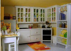 Dollhouse Kitchen by Atomic Blythe, via Flickr /yläkaapit