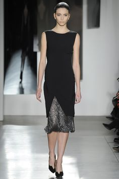 See the complete Pamella Roland Fall 2016 Ready-to-Wear collection.