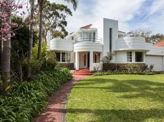 On the market: 1930s Oswald Chisolm-designed Chisolm House art deco property in Dalkeith, Western Australia on http://www.wowhaus.co.uk