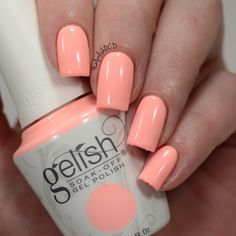 Jessica preens her nails to perfection using her gifted Gelish Soak-Off Gel Polish in All About The Pout for #SelfieReadyNails! Click through to check out this salon-exclusive. Products were gifted as part of the Preen.Me VIP program together with Gelish.