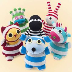 Microwaveable heated Sock Animals for some heart and bed warming Christmas stocking stuffers. Adorable idea for kids!