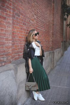 Pin for Later: 12 Subtle Green Outfit Ideas Perfect For St. Patrick's Day Pair a Dark Green Skirt With a White Tee, a Leather Jacket, and White Sneakers patricks day outfit skirt 20 Subtle Green Outfit Ideas Perfect For St. Dark Green Skirt, Green Pleated Skirt, Pleated Skirt Outfit, Midi Skirt, Fashion Mode, Modest Fashion, Womens Fashion, Street Fashion, Fall Fashion