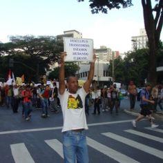 """Sem confronto, PM mineira """"abre caminho"""" para 8 mil manifestantes em BH"""