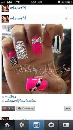 Pink bling nails def how I'm doing mine next! Pink Bling Nails, Fancy Nails, Glitter Nails, Sparkly Nails, Cute Nail Art Designs, Acrylic Nail Designs, Acrylic Nails, Fabulous Nails, Gorgeous Nails