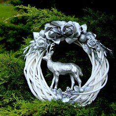 Slavnosti sněženek_věnec na dveře 30 cm Christmas Wreaths, Christmas Decorations, Xmas, Garden Sculpture, Lion Sculpture, Garland, Statue, Outdoor Decor, Holiday