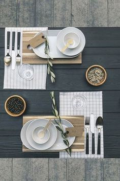 Stylingtip - The right table decoration - Fräulein K sagt Yes - # Fräulein ., - The right table decoration - Fräulein K sagt Yes - # Fräulein Table Setting Inspiration, Decoration Inspiration, Comment Dresser Une Table, Table Arrangements, Thanksgiving Table, Thanksgiving Decorations, Decoration Table, Tablescapes, Dinnerware