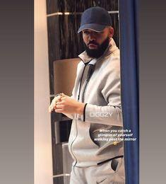 Drake Wallpapers, Aubrey Drake, Aesthetic Grunge, My Daddy, Dream Life, Champagne, Favorite Things, Husband, Celebs