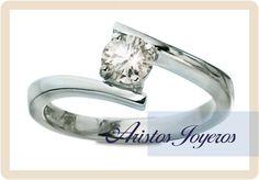 Hermoso anillo de oro blanco y diamante 0.48ct en tensión !! www.aristos-joyeros.com