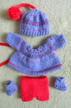 5-piece hand knitted Outfit for Berenguer Doll    (will fit most dolls of similar size)    Hand-knitted with great care and love from high quality yarn    Comprising of dress (fastened with ribbon tie), short trousers, shoes and a hat    From smoke free home    The doll is NOT included