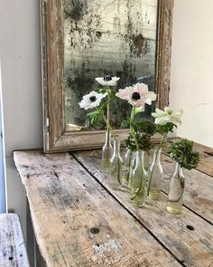Rustic wooden table with anenome flowers - Deko - woodproject Farmhouse Design, Farmhouse Style, Farmhouse Decor, Rustic Wooden Table, Wooden Tables, Shabby Chic Decor, Rustic Decor, Deco Champetre, Deco Nature