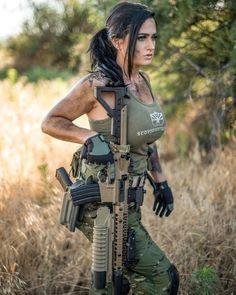 Mädchen In Uniform, Pistol Annies, Hunting Girls, Female Soldier, Military Women, Armada, N Girls, Beauty Full Girl, Athletic Women