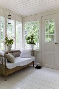 Cozy Modern Farmhouse Sunroom Design Ideas (9)