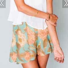 Show me your mumu Miss Magnolia skater skirt. Size small. Never worn. Show Me Your MuMu Skirts Mini