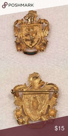 """Family shield Gold family crest, unusual but nice  1 /2"""" x 1 1/2"""" Jewelry Brooches"""