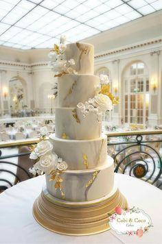 Marble & Gold leaf wedding cake with White roses at The Waldorf Hilton, London. … Marble & Gold leaf wedding cake with White roses at The Waldorf Hilton, London. By Cobi & Coco Cakes x Big Wedding Cakes, Wedding Cake Prices, Amazing Wedding Cakes, Elegant Wedding Cakes, Wedding Cake Designs, Elegant Cakes, White And Gold Wedding Cake, Purple Wedding, Lace Wedding