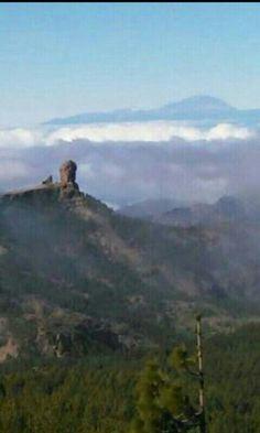 Roque Nublo. Tejeda GRAN CANARIA. Al fondo El Teide