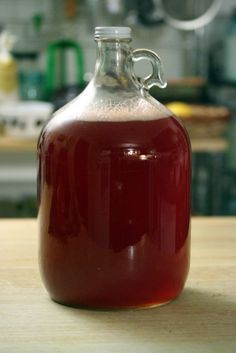 Homemade root beer- the old fashioned way! No food dyes or HFCS or any of that junk.  I've got to try making this! Seems easy once you have the right supplies.