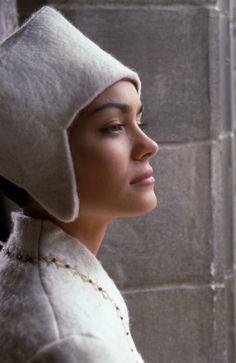 """Shannyn Sossamon as Jocelyn in """"A Knight's Tale""""...that feltet ansabmle...the coat :))) <3"""