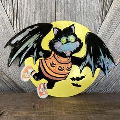Paper Party Decorations, Vintage Decorations, Halloween Bats, Vintage Halloween, Halloween Ideas, Filled Easter Baskets, Halloween Illustration, Cardboard Paper, Black Bat