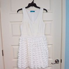 Party dress. Frilly bottom skirt classy top Francesca's white party dress! Worn twice!! IN GREAT CONDITION Frencesca's Dresses