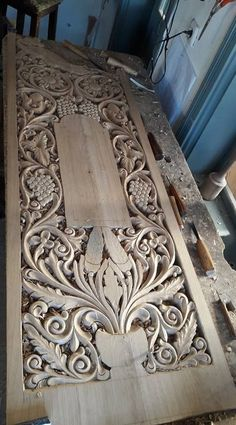 Wood Carving Designs, Wood Carving Patterns, Wood Carving Art, Stone Carving, Wooden Door Design, Wooden Doors, Wood Projects, Woodworking Projects, Carved Wood Signs