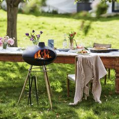 Retro style painted cast iron outdoor grill with teak legs. Discover a new and exciting way to cook outdoors with the Morso Forno Outdoor Grill Cast Iron Teak. Outdoor Oven, Outdoor Fire, Outdoor Cooking, Outdoor Living, Fire Pit Grill, Cast Iron Cooking, Cooking On The Grill, Luxury Interior Design, Hearth