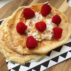 Ah oh! Het is weekend dus tijd voor pannenkoekjes! Deze eiwtrijke pannenkoekjes met frambozen zijn super easy om te maken en het fijne is dat ze bijna geen koolhydraten bevatten. Dus ze zijn perfect als ontbijt, lunch of gewoon als een lekker tussendoortje. Zezijn dus perfect qua macro's en echt eiwitrijk, waar wacht jij nog op? Ik zeg rennen naar die keuken!  Eiwitrijke pannenkoekjes met frambozen (1 persoon) Wat heb je nodig: – koekenpannetje en smart cooking spray – 1 ei – 3 eiwitten (9…