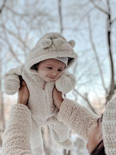 Winter Baby Pictures, Baby Boy Pictures, Newborn Pictures, Baby Boys, Mom Dad Baby, Twin Babies, Baby In Snow, Baby Winter, Winter Babies