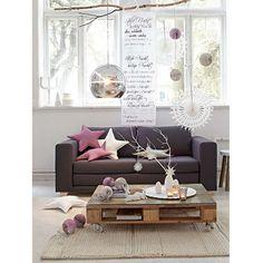 Schlafsofa in Grau. Ein 2 1/2-Sitzer mit Buchenholzfüßen und Schaumstoffpolsterung.
