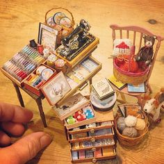 Perfect for a dollhouse sewing room in scale Miniature Quilts, Miniature Rooms, Miniature Crafts, Miniature Furniture, Dollhouse Furniture, Minis, Vitrine Miniature, Mini Doll House, Mini Craft