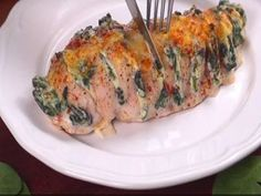 You won't want to miss this Spinach Ricotta Hasselback Chicken and it's easy to make and tastes great. Check out the video tutorial now. Pollo Hasselback, Spinach Ricotta, Queso Ricotta, Gourmet Recipes, Healthy Recipes, Cookout Food, Food Print, Tapas, Chicken Recipes