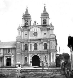 Church of the Franciscans, Manila, Philippines, late or early century Philippine Architecture, Philippine Holidays, Intramuros, Time Of Our Lives, Spanish Culture, Manila Philippines, Spanish Colonial, Pinoy, Old Photos