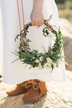 Earthy and organic wedding shoot from Carlie Statsky Photography at a ranch in the foothills of the Santa Cruz Mountains with neutral and metallic details! Bridesmaid Bouquet, Wedding Bouquets, Floral Wedding, Wedding Flowers, Flower Girl Bouquet, Flower Girls, Corona Floral, Greenery Wreath, Floral Wreath