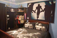 Football theme bedroom sports themed bedroom decor medium size of themed bedroom accessories football room themes Football Theme Bedroom, Boys Football Room, Football Decor, Football Stuff, Bedroom Themes, Kids Bedroom, Bedroom Decor, Bedroom Ideas, Boy Bedrooms