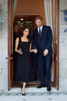 Meghan Markle And Prince Harry Duke and Duchess of Sussex Prince Harry Et Meghan, Meghan Markle Prince Harry, Princess Meghan, Princess Charlotte, Harry And Meghan, Estilo Meghan Markle, Meghan Markle Style, Outfit Vestido Negro, Prinz Harry Meghan Markle