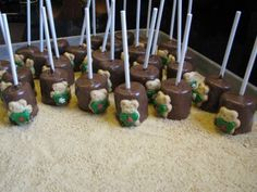 saucy's sprinkles (bloggedy blog blog): marshmallow pops with xmas tiny teddies wearing sweaters! Quick Crafts, Crafts For Kids, Marshmallow Dip, Teddy Grahams, Tiny Teddies, Dinosaur Party, Desert Recipes, Kids Meals, Sprinkles