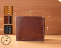 Simple leather wallet man handmade in Italy by Meurras on Etsy Leather Wallet Pattern, Handmade Leather Wallet, Leather Belt Bag, Leather Tutorial, Leather Store, Handmade Wallets, Wallets For Women Leather, Leather Projects, Leather Accessories