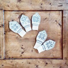 Ravelry: Miniselbu pattern by Tina Hauglund Baby Mittens Knitting Pattern, Knit Mittens, Knitting Charts, Knitting For Kids, Knitting Patterns Free, Free Knitting, Crochet Pattern, Free Pattern, Drops Cotton Light
