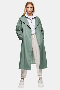 This sage pleated back trench nods to timeless outerwear. We just love how you can dress your look up or down for a style that suits you. Topshop Outfit, Topshop Style, Style Magazin, Navy Coat, Neutral Outfit, Work Wardrobe, Wardrobe Staples, Fashion Clothes, Jackets