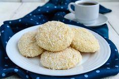 Bakini keksići s kokosom Junk Food, Lchf, Punjabi Cuisine, Coconut Cookies, Pastry Cake, Cake Shop, Snacks, Pavlova, High Tea