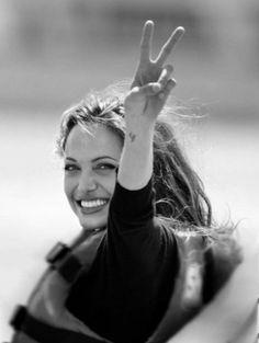 Actors, movies and stuff ~~ Angelina Jolie Fotos, Angelina Jolie Pictures, Brad And Angelina, Daniel Craig Tomb Raider, Jolie Pitt, Stark Sein, Foto Art, Brad Pitt, Beautiful Actresses