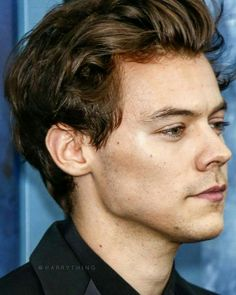 Ahh his jawline is killing me