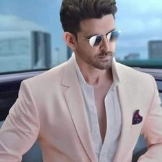 hello, elegants in this video we will look at the top 5 most elegant actors in Bollywood. This video brings you the best stylish actors in Bollywood.