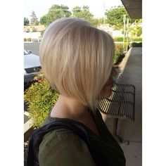 Some Summer hairspiration for you @hairstylist_veronica Stylist: Veronica Cabrera #blonde #blondenation #bob #aline #shorthair #mbssalon #mbsteam #redkenready #redkenobsessed #repost #hairtrends #styleyourstory #summerhair